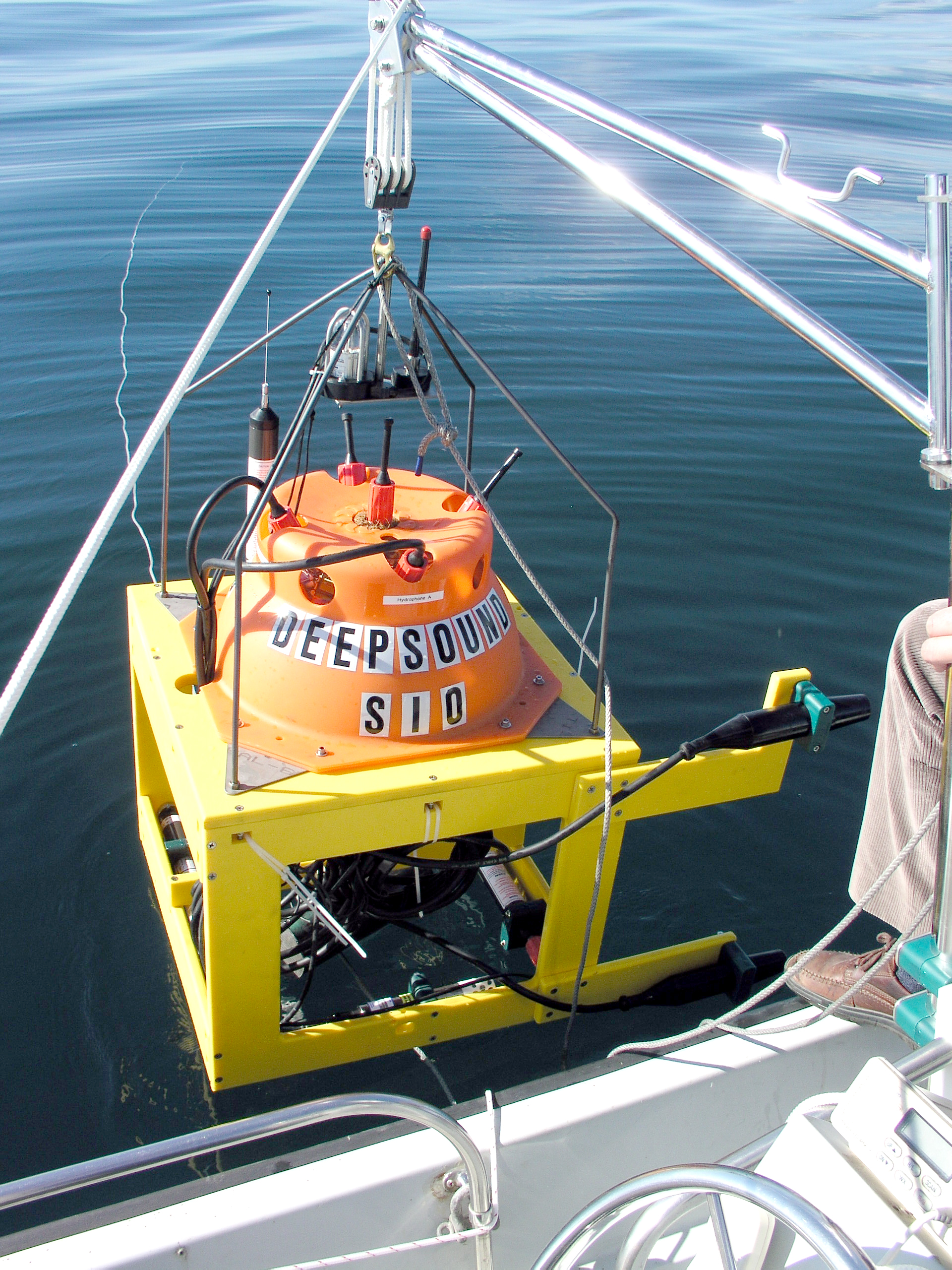 Deep Ocean Ambient Noise in the Mariana Trench